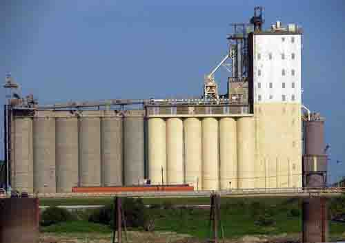 A grain elevator warehouse